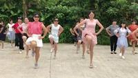西巖廣場舞《享受健康》舞友游玩經典正背面演示及口令分解動作教學