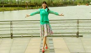 糖豆广场舞课堂《情一动心就痛》编舞青儿 团队演示 附口令分解动作教学
