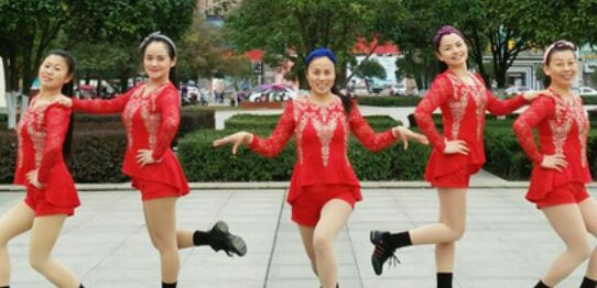 新風尚廣場舞《一見你就笑》原創附正背面教學口令分解動作演示