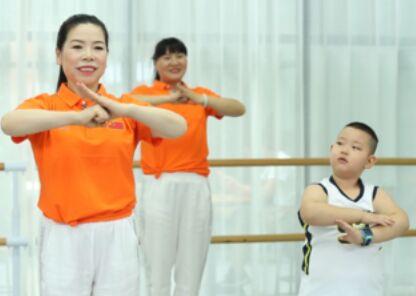 刘荣舞蹈《朗迪八段锦健身操》正反面演示及分解动作教学