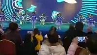 郭興莊姐妹花廣場舞《大眼睛》演示飛翔幼兒園中二班正背面演示及慢速口令教學
