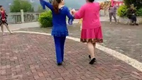 万工社区广场舞 [[ 姑娘回回头]]正背面演示及慢速口令教学