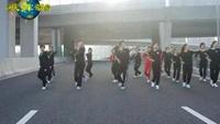 舞動青春鬼步舞《最幸福的人》編舞楊麗萍正背面演示及口令分解動作教學