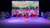 广场舞《和谐大地》一同欣赏他们的优美舞蹈!完整版演示及口令分解动作教学
