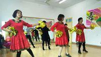 荷花阿萍廣場舞姐妹學跳《中國歌最美》 附正背表演口令分解動作分解教學