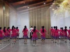 応子馨之缘广场舞《揣着梦想走四方》原创舞蹈 团队正背面演示