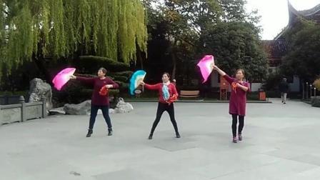 晨曦荷韵广场舞《全国第七套健身秧歌》原创舞蹈 团队正背面演示
