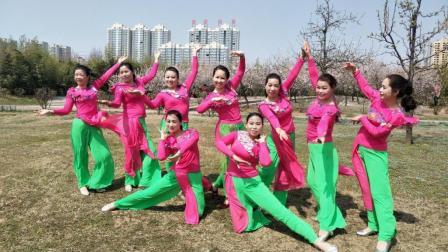 美久广场舞《歌在飞》原创民族舞附导师教学正背面口令分解教学演示
