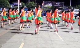 温州燕子广场舞《蓝月谷》编舞応子 团队演示