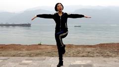 糖豆广场舞课堂《美丽的草原欢迎你》编舞春英 团队正背面演示 附口令分解教学