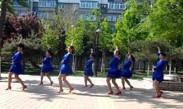 绣舞动广场舞《自在美》编舞重庆葉子 团队正背面演示